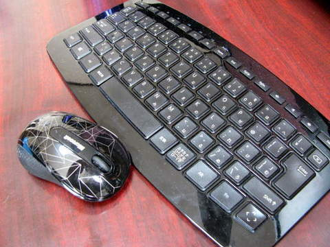 マイクロソフト「Arc Keyboard&Wireless Mobile Mouse 4000」