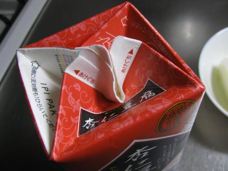 業務スーパー「杏仁豆腐」パックの口を閉じて保存