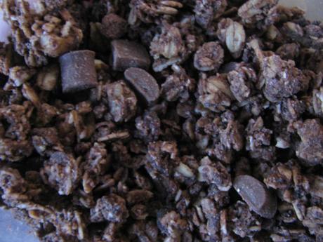 業務スーパー「チョコとヘーゼルナッツのグラノーラ」