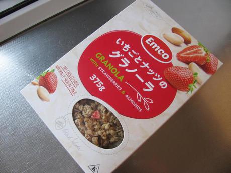 業務スーパー「いちごとナッツのグラノーラ」