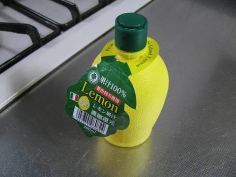 業務スーパーの「レモン果汁(イタリア)」88円(税別)
