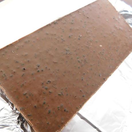 BELONINGベローニング「ミルクチョコレートウィズワイルドブルーベリー」裏