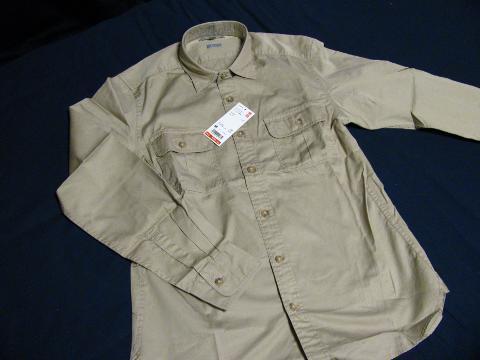 ユニクロの「エクストラファインコットンツイルワークシャツ(長袖)+E」