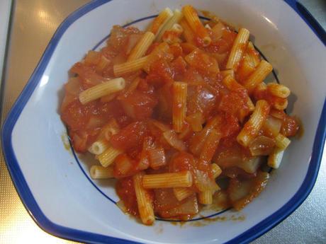 トマト缶ソースでマカロニ(セダニーニ)