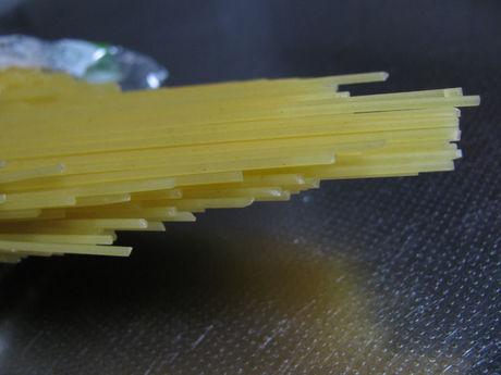 トップバリュベストプライス「スパゲッティ Spaghetti 太さ1.4mm ゆで時間5分」中身