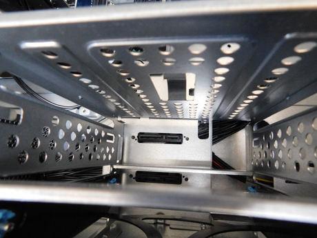 Lenovo Legion T530 HDD収納スペース